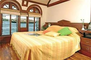photo hotel lemon tree vembanad lake resort alleppey kerala