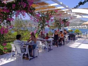 photo kavos bay seafront hotel