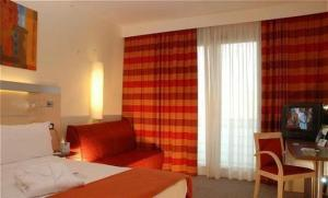 photo hotel express by holiday inn siracusa north