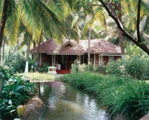 photo kairali ayurvedic health resort kerala kodumbu