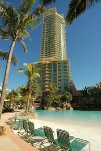 photo hotel crown towers surfers paradise