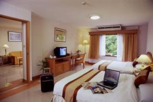photo quality suites airport hotel bangkok