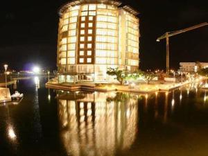 photo hotel the quays on timeball