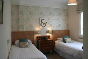 photo hotel alcuin lodge guest house