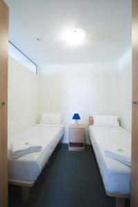 photo hotel mayflower on lonsdale service apartment