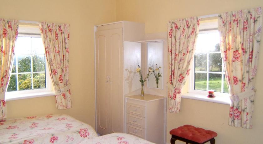 Findus House, Farmhouse Bed & Breakfast | Ballyvoige, Macroom | +353 26 40023