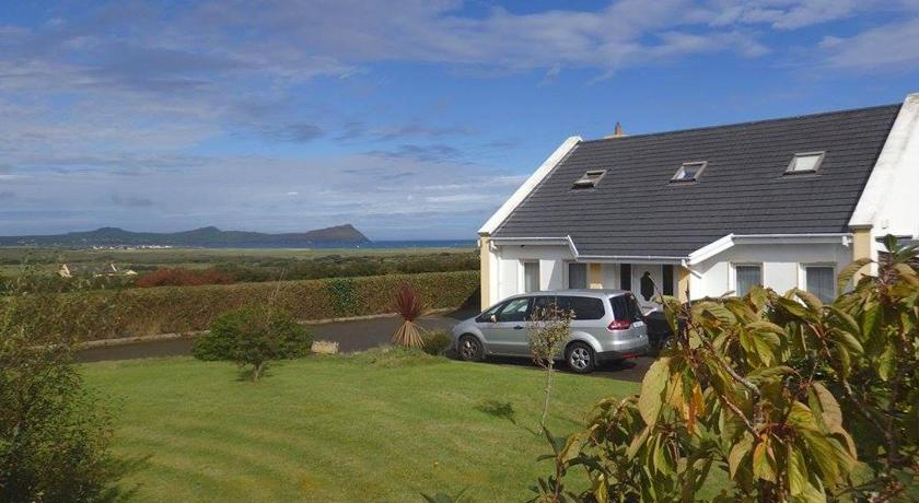Three Sisters Holiday Home | Lateeve More, Ballyferriter, Co. Kerry Three Sisters Holiday Home, Saint's Road | +353 87 418 0499