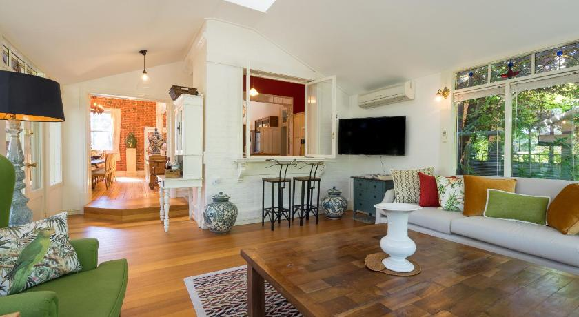 Rent your own Historic Hotel for Holidays & Events | 35A Reef Street, Maldon, Victoria 3463 | +61 408 242 269