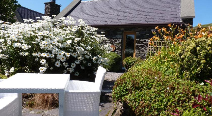 Cottage with a view | Ballinskelligs The Solar House, Kinard West, Ballinskelligs | +353 66 947 9170