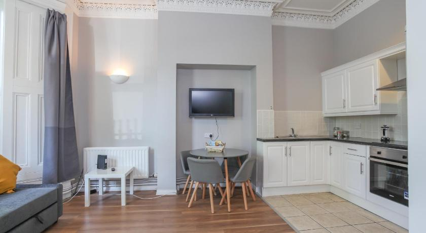 Twenty9, Newly Refurbished 1 Bed Near Queens University | 29 Wellington Park, Belfast BT9 6DL | +44 7796 441727