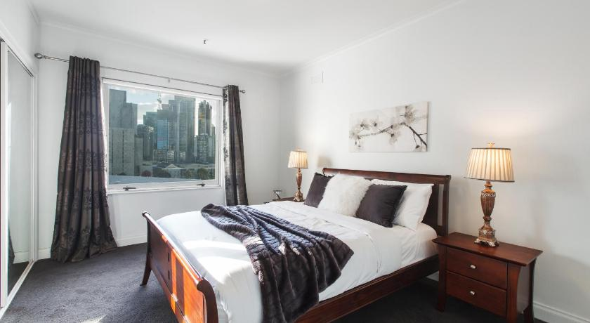 ☆ Heart Of Theatre District ☆POOL☆GYM☆2 X PARKING | 8 Wells Street, Melbourne, Victoria 3006 | +61 411 859 269
