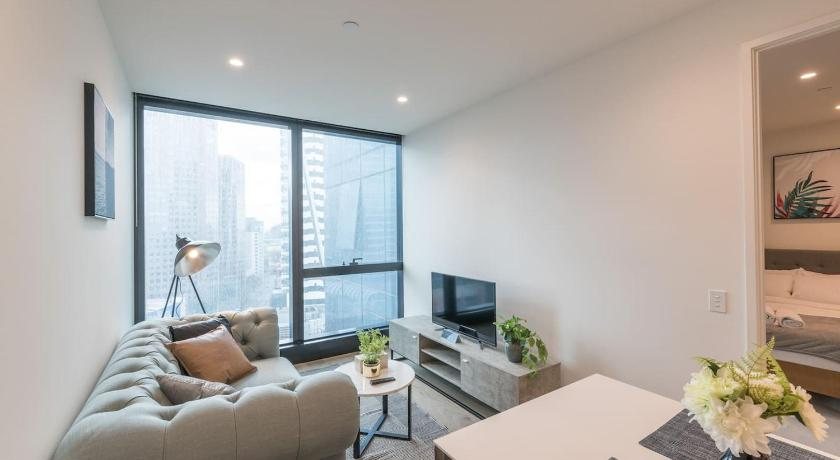Southbank Stylish 1 Bedroom In The New Landmark | 70 Southbank Boulevard, Southbank, Victoria 3006 | +61 406 200 880
