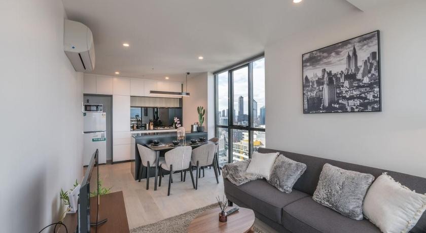 Southbank Stylish 2 Bedroom w/Parking And View | 61 Haig Street, Southbank, Victoria 3006 | +61 406 200 880