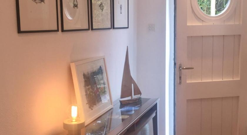 The White Cottage   Castletownshend Fahouragh, Skibbereen   +353 87 683 2364