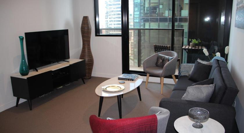 Stunning Southbank 3 BR apartment with Yarra And city views | 133-139 City Road, Melbourne, Victoria 3006 | +61 417 775 017