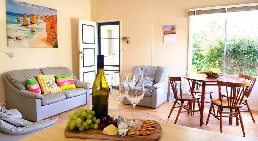 Classic Coastal Cottage. Walk to The beach And cafes.   20 Johnson Street, Capel Sound, Victoria 3940   +61 3 5985 0098