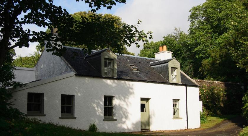 Dunvegan Castle Rose Valley Cottage | Isle Of Skye, Dunvegan IV55 8WF | +44 1470 521206