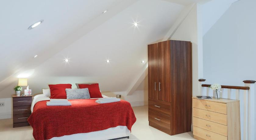 Finchley Central - Spacious Triplex | Flat 3 Grove Lodge, 287 Regents Park Road, Hendon N3 3JY | +44 7900 217208