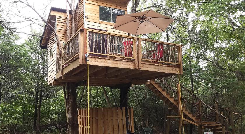 glamping at Ra's treehouse in Oklahoma