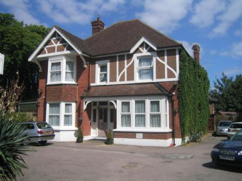 Glenalmond Guest House, Horley