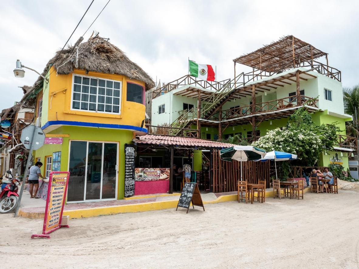 Each beach bar has its own ambience and there's something for everyone in that respect