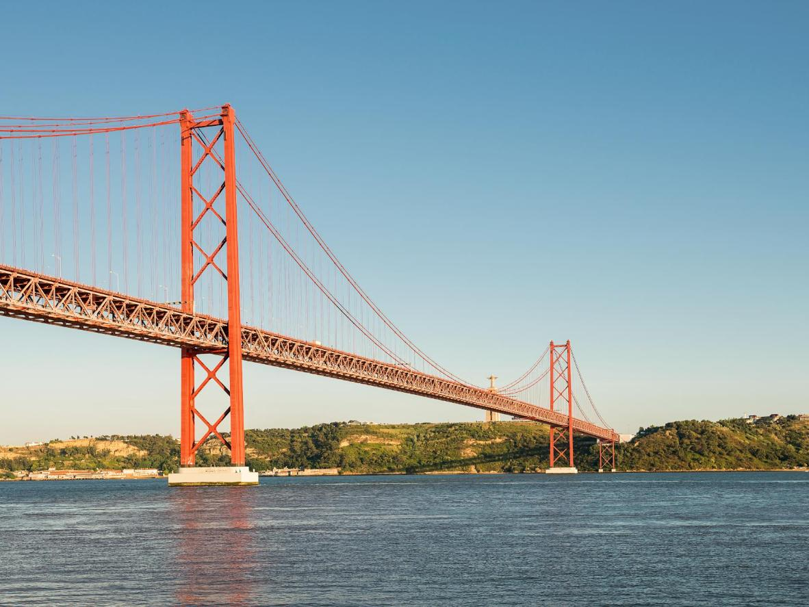 You can drive into Lisbon in style over the Ponte 25 de Abril suspension bridge