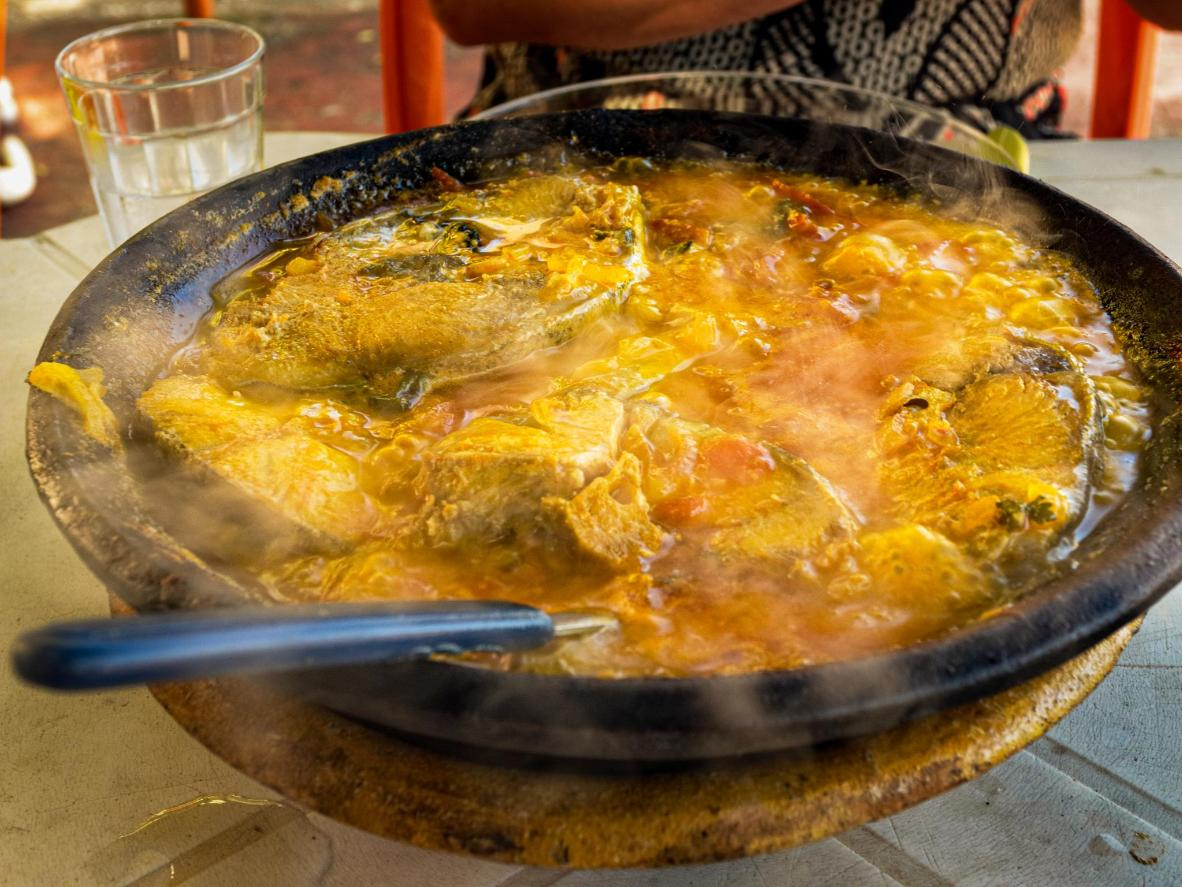 Try the steaming moqueca de peixe at Restaurante Pe Na Areia