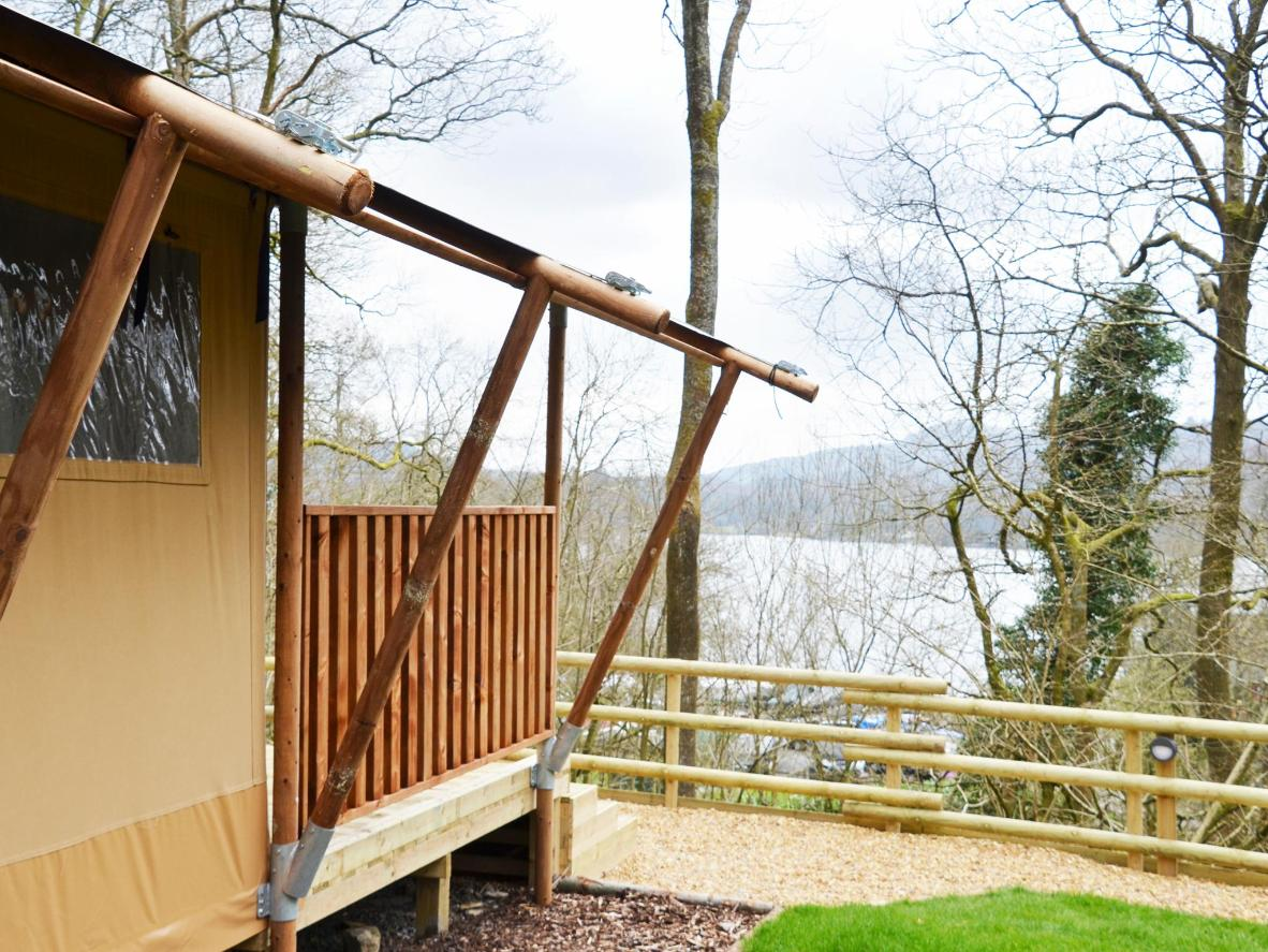 Stay on the shores of Windermere in England's Lake District at Hill Of Oaks